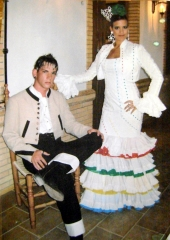 El Patio. Trajes de Flamenca y Trajes de Campero.