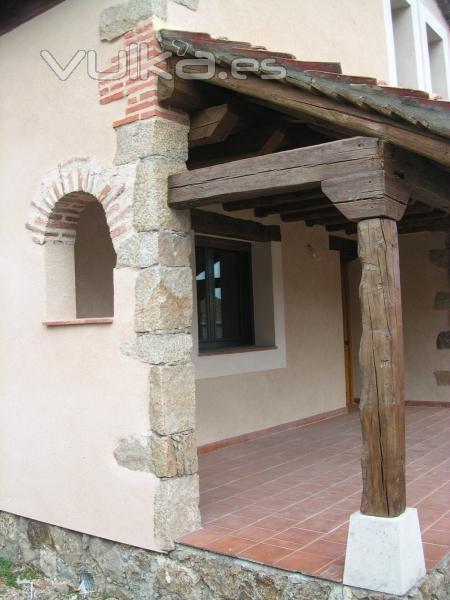 Detalle porche vivienda La Salceda