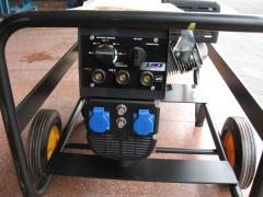 Grupo electrogeno ayerbe 235 motosoldador. lado de conexiones soldador/generador.