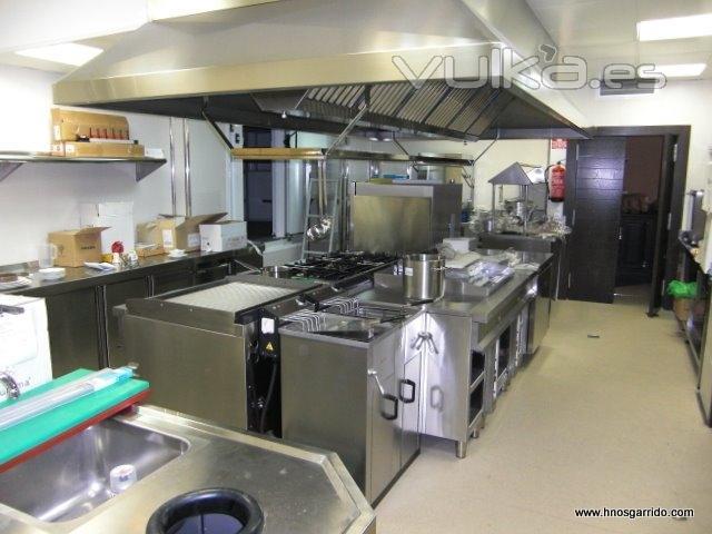 Foto montaje de cocinas industriales for Distribucion de cocinas industriales