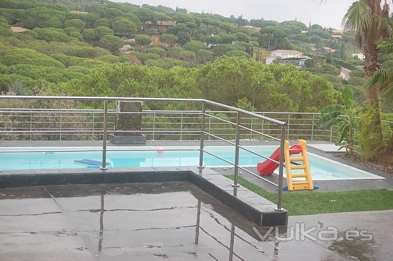 foto barandilla de acero para piscina