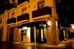 Precioso restaurante en Ugao-Miraballes, obra integral. Fachada realizada en Prodema y vidrio de seguridad.