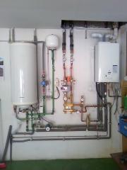 Caldera de condensacion con acumulador externo, bomba con control diferencial y colector con valvula mezcladora en ...
