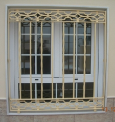 Reja de hierro macizo, con 2 soleras y ventana de 2 hojas abatibles con pa�o fijo inferior, doble acristalamiento y ...