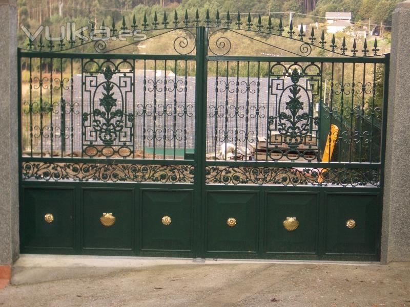Puertas automaticas y mandos de garaje automatismos for Puerta garaje metalica