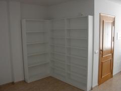 Libreria lacada en blanco