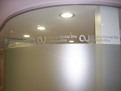 Glaseado de cristal en vidrio curvado a2gr�fic