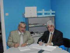 Firma presidente de asehospo (hoteles>) y nuestro director de tempu