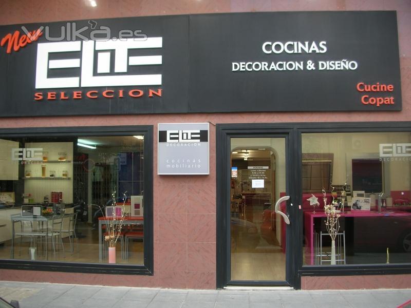 Foto escaparate de cocinas elite almeria for Muebles para escaparates