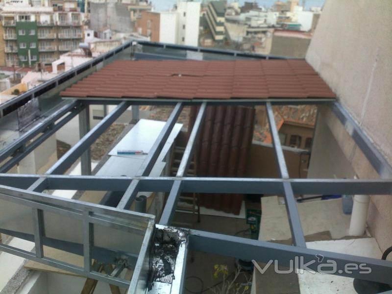 Foto estructura metalica con cubierta imitaci n teja for Sobretechos para casas