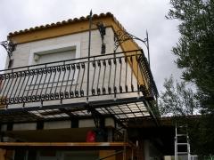 Balconada volada de hierro forjado