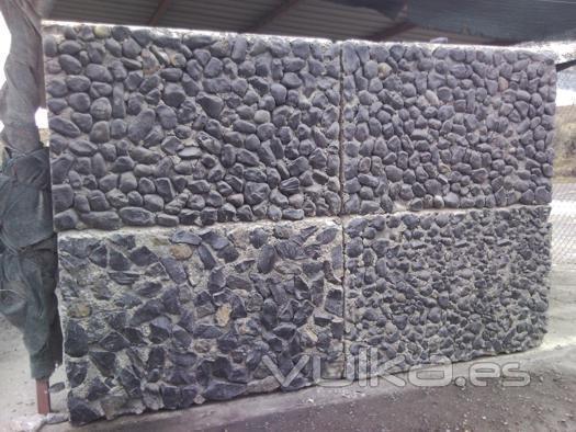 Foto cubo gaviones acabado con piedra natural for Gaviones de piedra