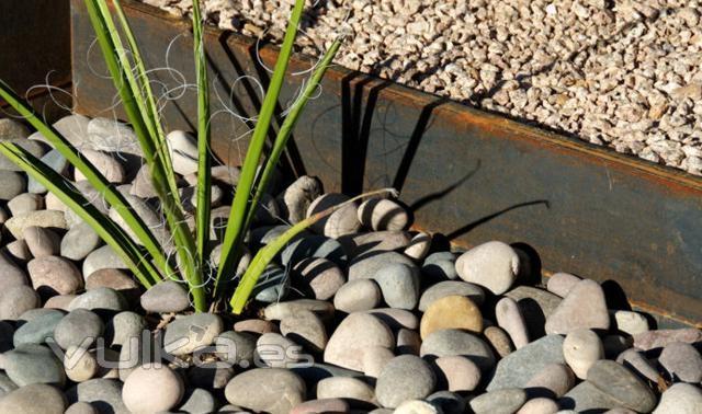 Foto piedra decorativa jardineria for Piedra decorativa para jardin