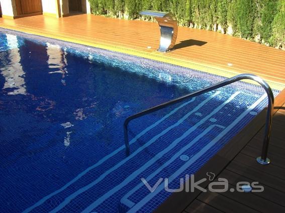 Foto piscina con escalera interior de obra sistema de - Escaleras de interior de obra ...
