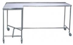 Mesa para instrumental mod. escuadra. fabricada en acero inoxidable. tablero superior con reborde a tres lados. ...