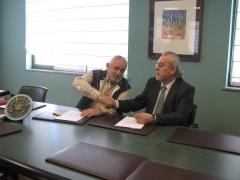 Firma protocolo colaboracion presidente de  aprevar lugo (asociacion talleres y concesionarios) y nuestro director ...