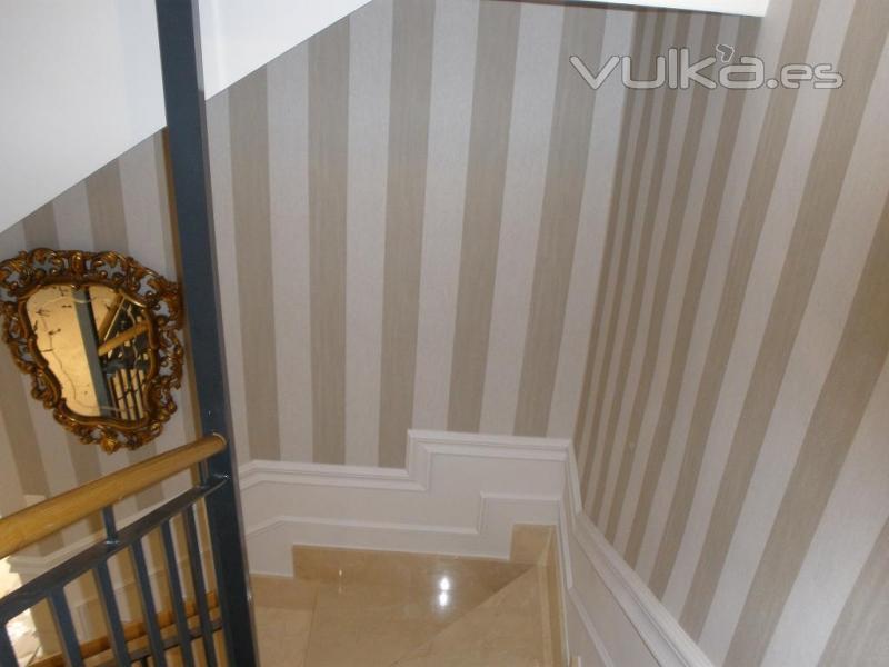 Foto papel vinilico en escalera for Apliques para subida de escalera