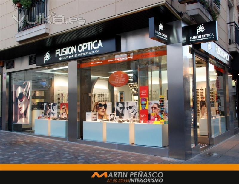 Foto optica fusi n opticas fachada for Locales comerciales modernos exterior