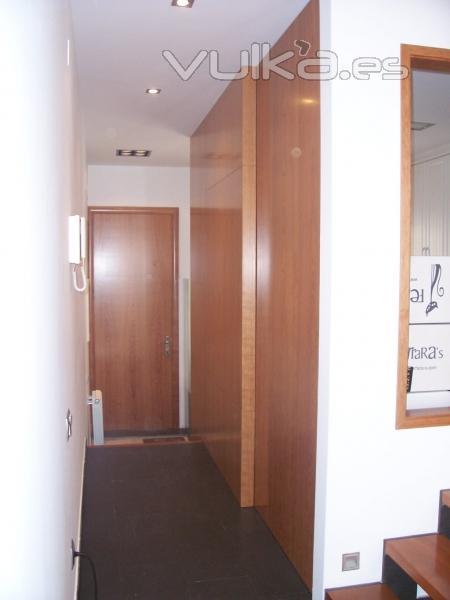 Foto puertas correderas de suelo a techo con mecanismos - Mecanismos puertas correderas armarios ...