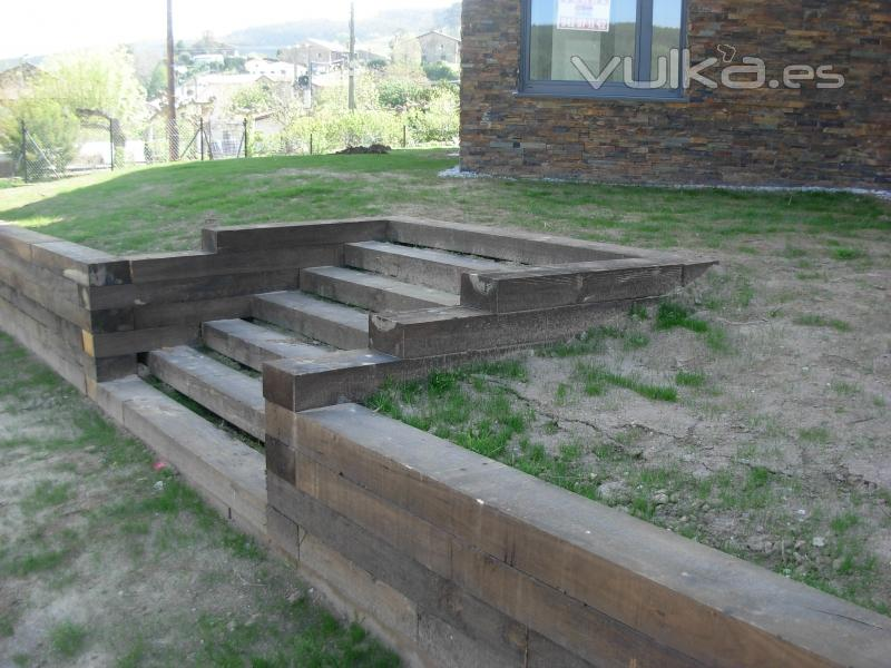 Foto barcenilla de pi lagos detalle escalera con for Escalera de bloque de jardin