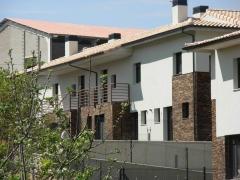 Barcenilla de Piélagos. Fachada Este edificio Sur. Construction Management. 2010