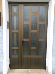 Puerta 2 hojas con cuarterones entrada portal