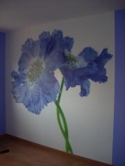 Colocacion de mural vinilico, en dormitorio, resto en pintura lisa, color violeta