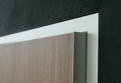 Cercos de aluminio, hoja de puerta de madera con canto de aluminio, detalle.