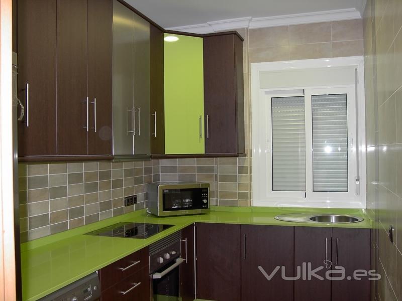 Foto cocina de formica pistacho wengue - Muebles de cocina de formica ...