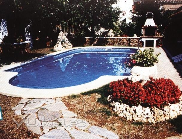 Foto piscinas de poliester y fibra de vidrio diferentes for Piscinas de fibra de vidrio medidas