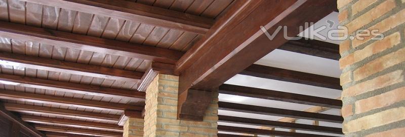 Foto techos de madera 687031565 for Techos rusticos para galerias