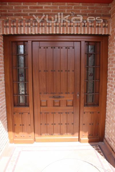 Fabrcamos puertas de entrada en cualquier madera