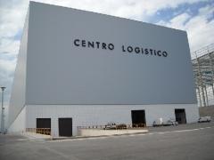 Panel de fachada en nave industrial