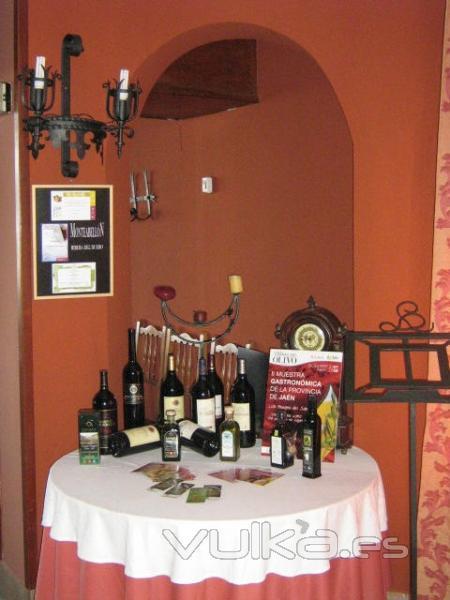 Mesa presentación vinos