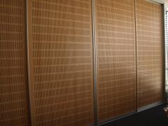 Puertas correderas de la serie milano con paneles sandwich ac�sticos que tienen funci�n fonoabsorbiente ...