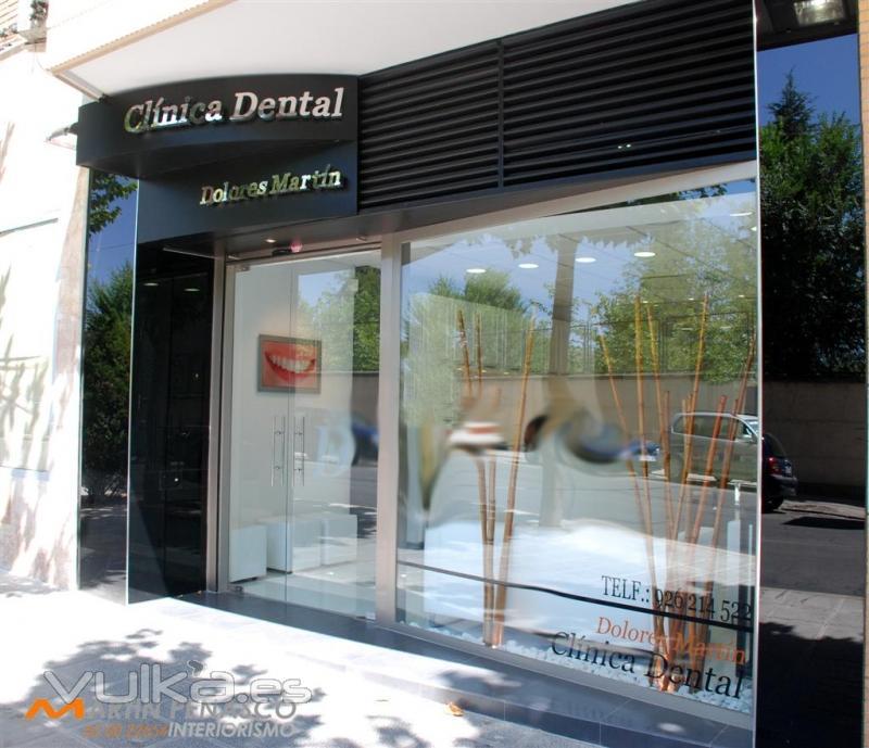 Foto clinica dental dolores mart n fachada - Fachadas clinicas dentales ...