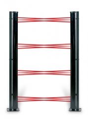 Barreras de infrarrojo camufladas en columnas con termostato y calefactor para evitar empañarse.