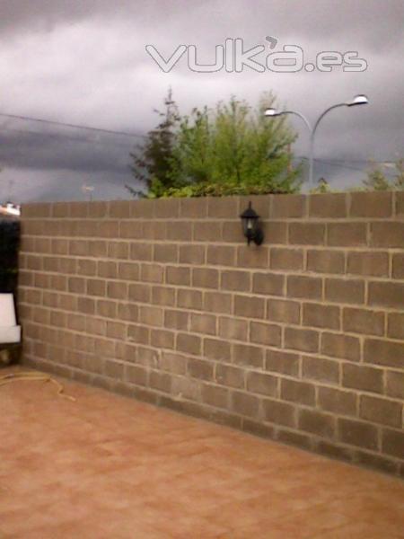 Foto construccion de muro en bloque de hormigon for Construir muro de bloques