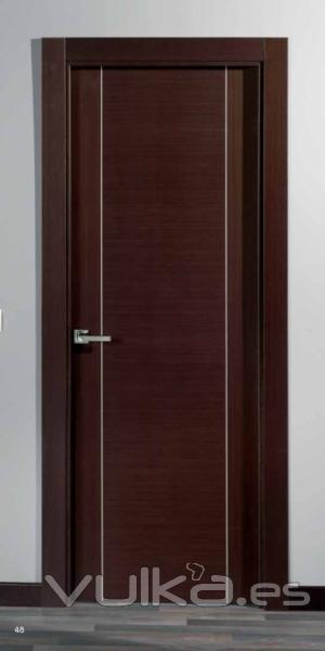 Foto puerta de madera especial modelo deco for Modelos de puertas principales para casas