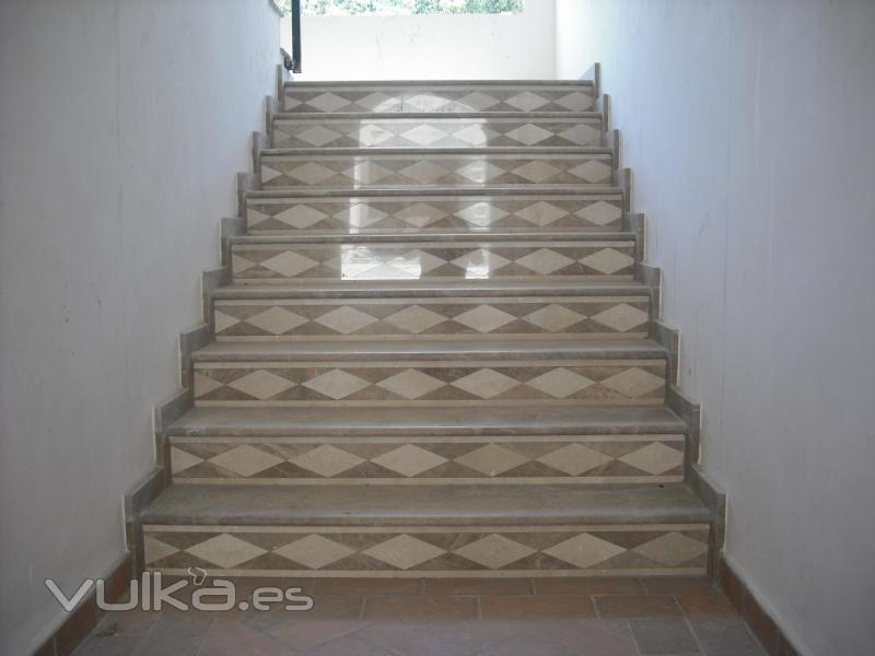 Foto escalera marmol emperador y crema marfil - Marmol para escaleras ...