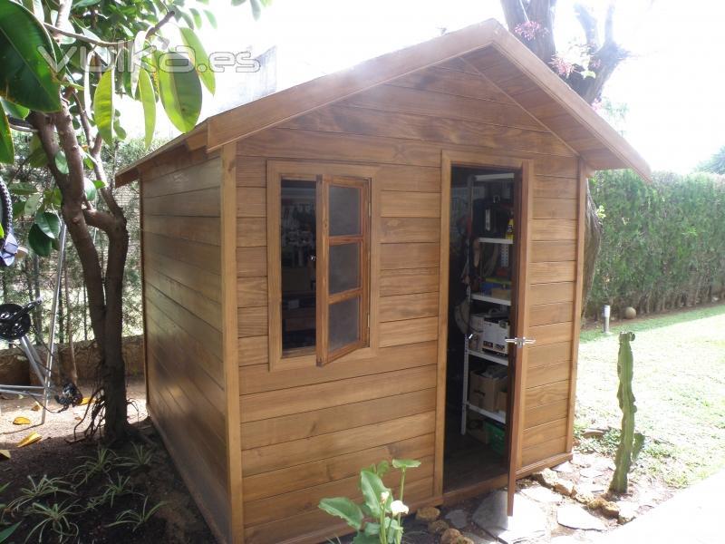 Foto caseta de madera maciza para jard n for Caseta de jardin de madera