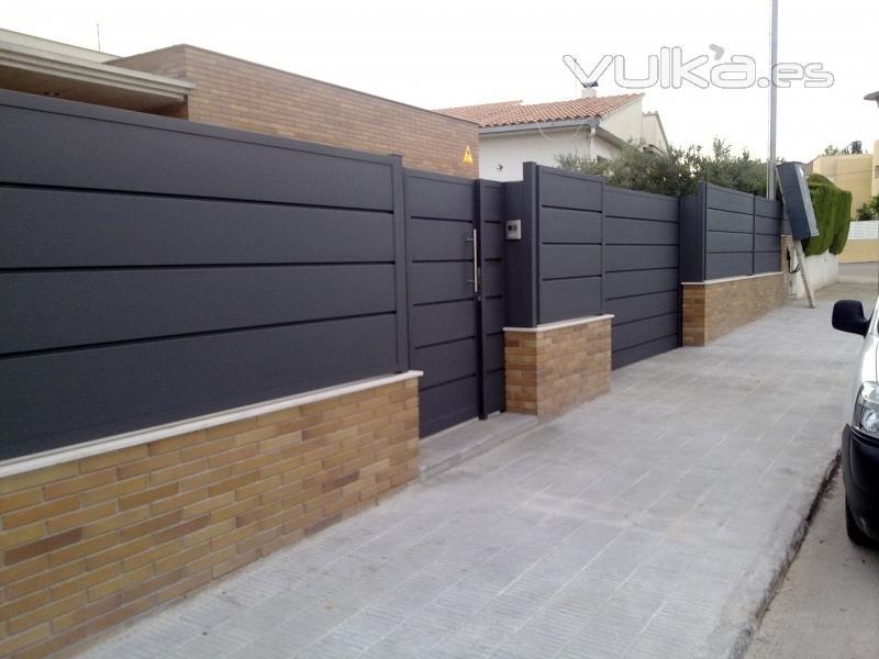 Foto puertas y vallas en chapa plegada for Puertas de chapa para exterior