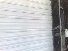 Detalle persiana lama galvanizada lacada al horno color blanco