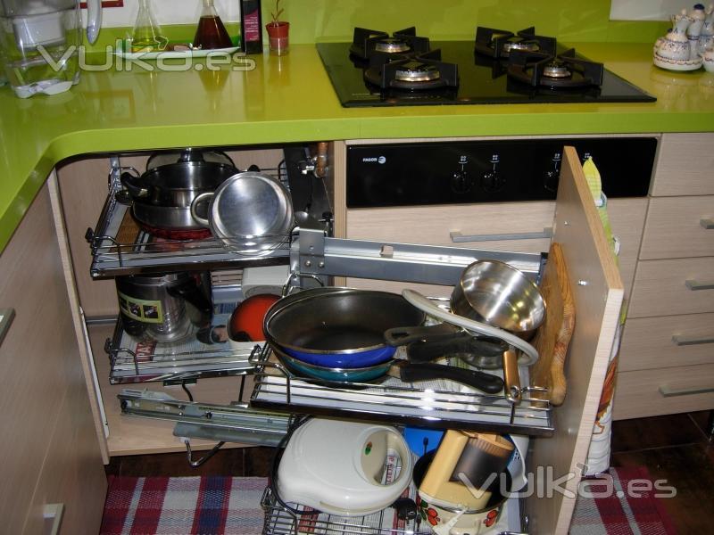 Foto accesorio articulado extraible para mueble rinc n for Accesorio extraible mueble cocina