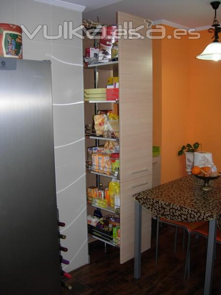 Foto: Accesorio despensa extraible en cocina