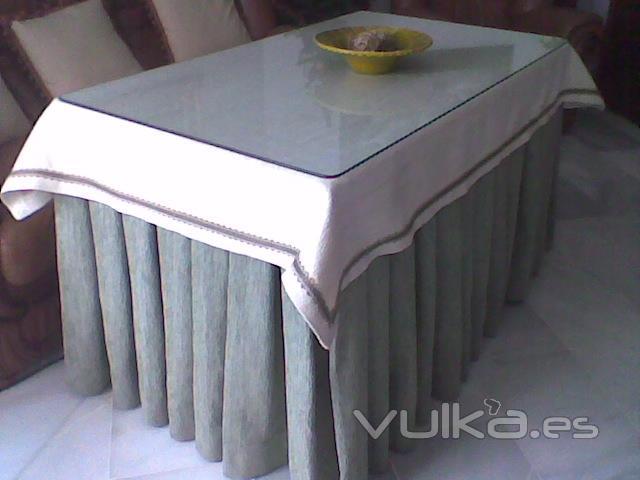 Foto mesa camilla con ropa - Mesa camilla moderna ...
