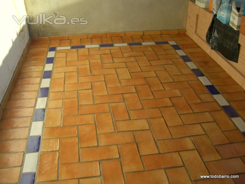 Foto suelo r stico de barro limpiado y protegido for Suelos patios rusticos