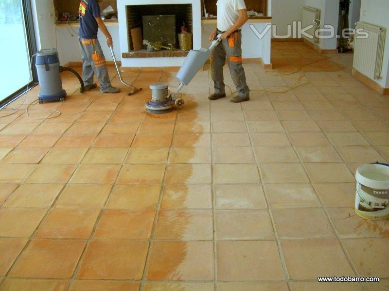 Foto limpieza de suelo de barro cocido - Suelos barro cocido ...