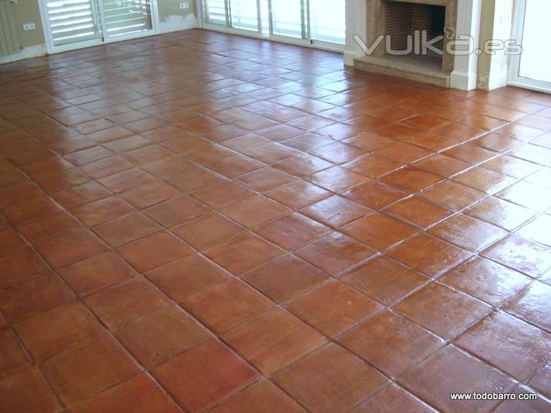 Foto suelo de barro limpiado y protegido - Suelos rusticos para cocinas ...