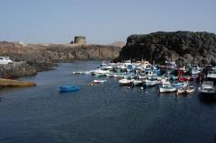 El puerto del cotillo con el castillo